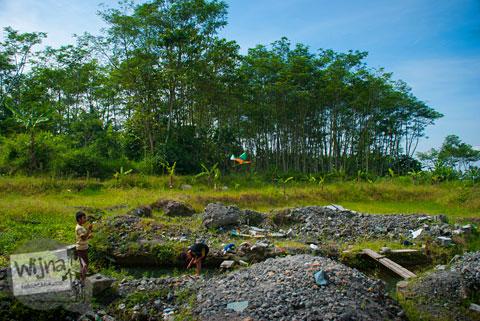 Mata air Sendang Srodokan di Cangkringan, Yogyakarta tidak terlihat dari pinggir jalan raya