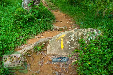 petunjuk jalan menuju air terjun Lubuak Tampuruang sekitar kecamatan Kuranji, Padang, Sumatra Barat