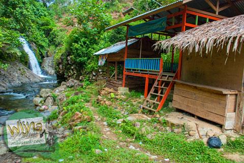 bilik penyewaan dan toilet di air terjun Lubuak Tampuruang sekitar kecamatan Kuranji, Padang, Sumatra Barat