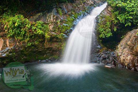 keindahan air terjun Lubuak Tampuruang sekitar kecamatan Kuranji, Padang, Sumatra Barat