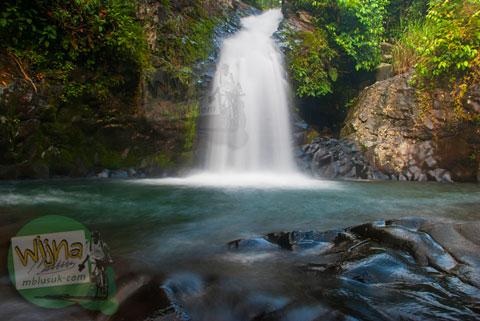 air terjun Lubuak Tampuruang yang tersembunyi di sekitar kecamatan Kuranji, Padang, Sumatra Barat