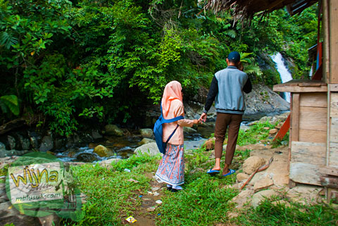 tempat pacaran di air terjun Lubuak Tampuruang sekitar kecamatan Kuranji, Padang, Sumatra Barat