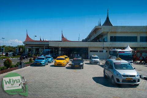 cerita kejahatan Armada taksi gelap di Bandara Internasional Minangkabau, Padang, Sumatera Barat
