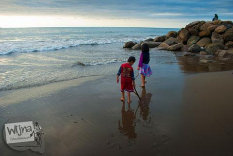 Tempat bermain anak-anak di Pantai Padang