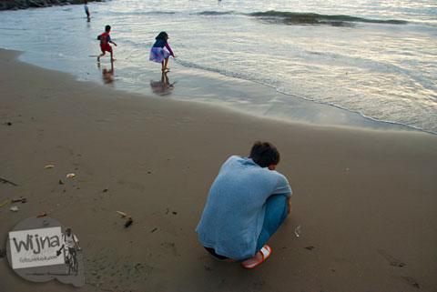 cerita berjalan-jalan di Pantai Padang bersama rekan kerja