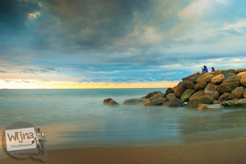 Sore hari yang mendung di Pantai Padang