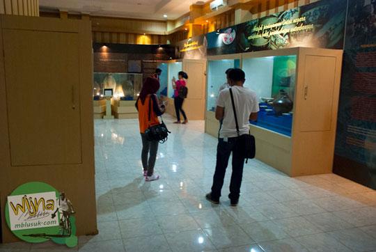 Anak Muda Palembang berpacaran di dalam Museum Taman Purbakala Kerajaan Sriwijaya