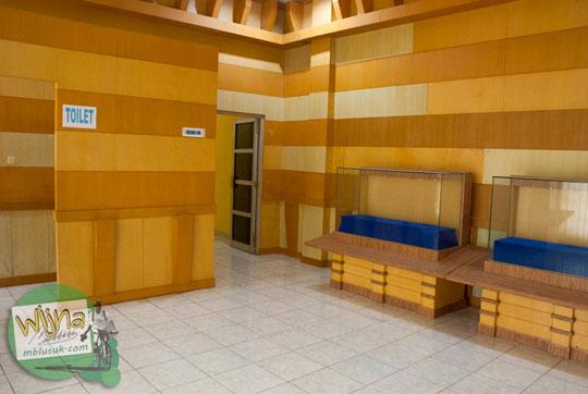 Ruang kosong di Museum Sriwijaya Palembang kerap digunakan sebagai lokasi memadu kasih