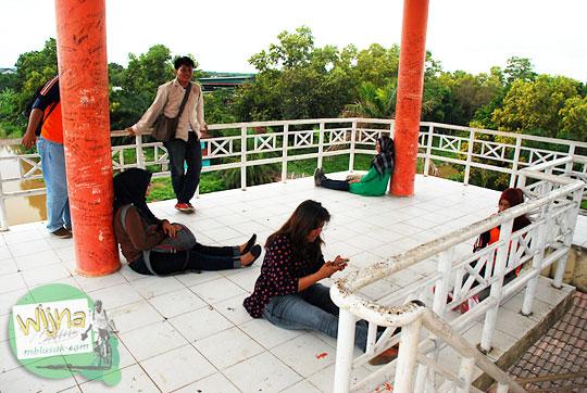 tempat favorit dan romantis anak muda Palembang untuk pacaran di Menara Pandang Taman Purbakala Sriwijaya