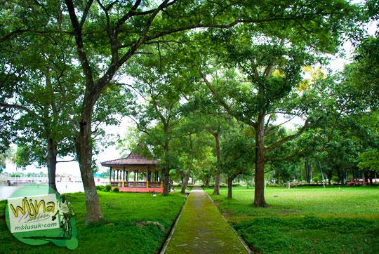 jalur jogging track di Taman Purbakala Kerajaan Sriwijaya Palembang sering digunakan sebagai tempat pacaran