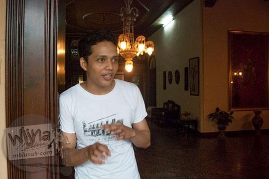 Profil biodata Deden petugas pemandu wisata sejarah di Rumah Tjong A Fie, Medan pada September 2014