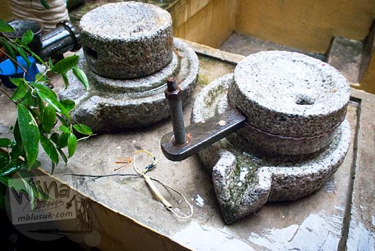 alat gerinda penggiling tepung di dapur Rumah Tjong A Fie, Medan pada September 2014