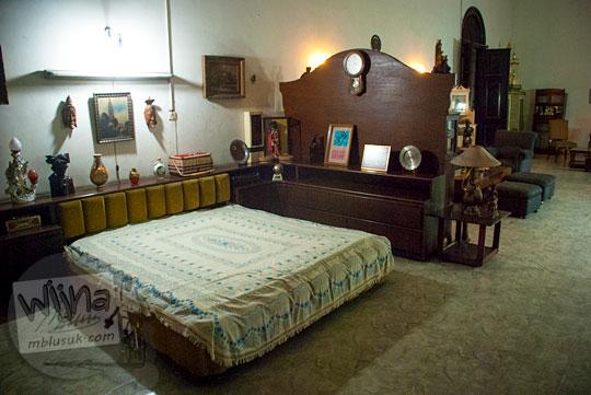 Suasana kamar tidur anak perempuan di Rumah Tjong A Fie, Medan pada September 2014
