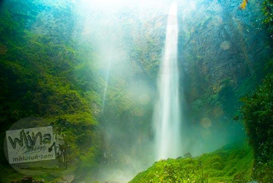 pemandangan cantik dari dasar Air terjun Sipiso-Piso, Tongging pada tahun 2014
