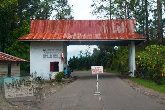 Tarif masuk wisatawan lokal dan turis asing di Air terjun Sipiso-Piso, Sumatra Utara pada tahun 2014
