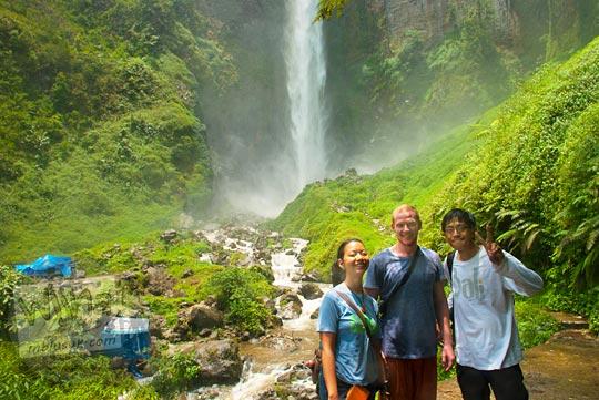 Turis asing mengungkapkan kesan dan pesannya terhadap Air terjun Sipiso-Piso, Tongging pada tahun 2014