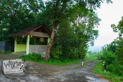 Jalan pintas ke Spot Riyadi, Prambanan, Yogyakarta dari resor hotel Abhayagiri Sumberwatu Heritage