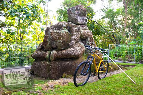 Arca Ganesha berukuran raksasa yang tersembunyi di dalam hutan Dusun Dawangsari di Prambanan, Yogyakarta