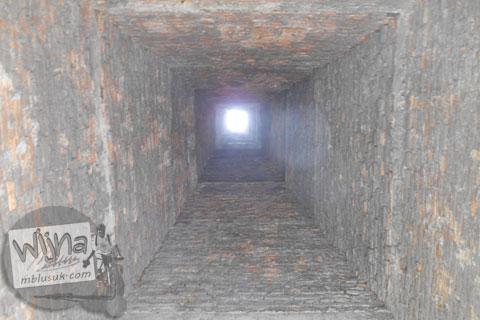 Bagian dalam cerobong sampah di Perumahan Gama Asri di tahun 2015