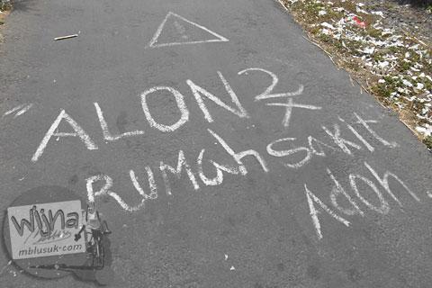 Tulisan di jalan aspal di Turi di tahun 2015