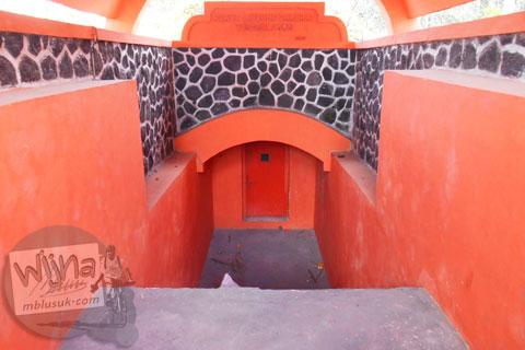 Isi interior bunker Merapi desa wisata Tunggul Arum, Turi, Sleman di tahun 2015