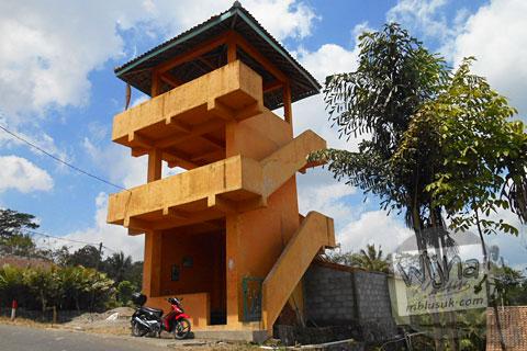 Gardu Pandang merapi desa wisata Tunggul Arum, Turi, Sleman di tahun 2015