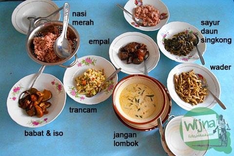 Ragam menu makanan beserta harganya yang disajikan di Rumah Makan Nasi Merah Pari Gogo di Semanu Gunungkidul