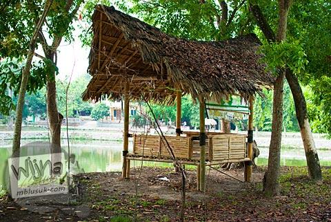 Gubuk tempat pacaran mesum dan bersantai di Embung Donomulyo Asri, Godean, Sleman, Yogyakarta