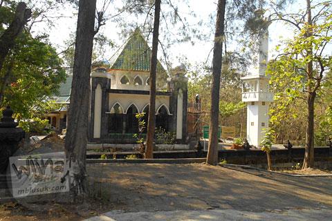Masjid pemakaman MSH di Jalan Sembungan, Kasihan, Bantul, Yogyakarta
