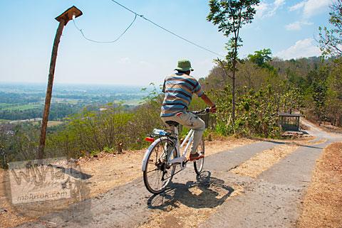 Jalan bencana kemarau kering seorang Pakdhe Timin di Prambanan, Yogyakarta