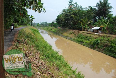 Selokan Mataram di Kulon Progo di desa Boro, Banjarasri, Kalibawang