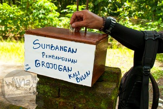 Kotak sumbangan donasi pembangunan sarana dan prasarana infrastruktur Grojogan Kali Bulan Bantul