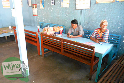 Suasana bersantap di meja makan ala Rumah Makan Nasi Merah Pari Gogo di Semanu Gunungkidul