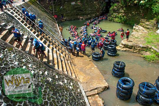 Wisatawan jengkel dengan Gua Pindul yang sesak penuh di tahun 2015 dan memutuskan untuk pulang