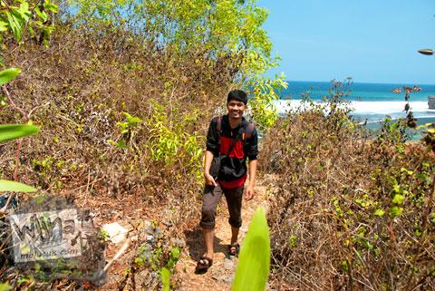 Jalur pendakian dari Pantai Drini ke Pantai Ngrumput, Gunungkidul