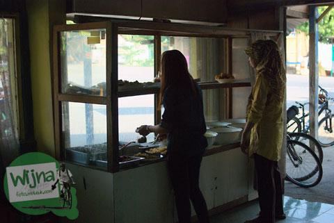 Rumah Makan Siluk, Imogiri menu khas nasi sambel wader