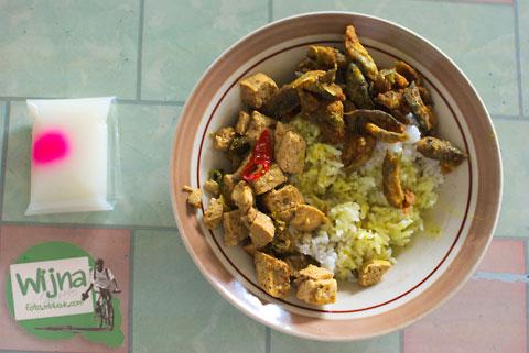 nasi sambel wader enak dan murah di warung makan sederhana dekat jembatan siluk, imogiri, bantul