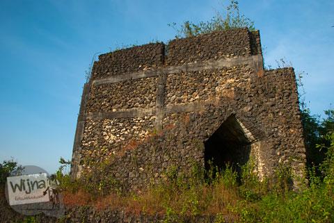 Bangunan menyerupai Kastil Gamping yang berada di Pinggir Jalan Siluk - Panggang