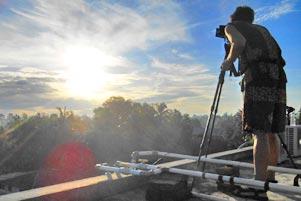 Berburu Foto Gerhana Matahari Sampai ke Atap Hotel