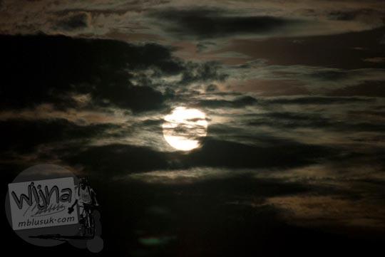 Tes memotret matahari sebelum terjadinya Gerhana Matahari Total di Belitung di tahun 2016