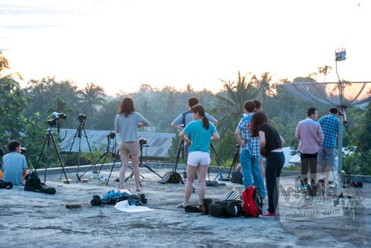Foto turis china dari klub astronomi memotret Gerhana Matahari Total di Belitung di tahun 2016