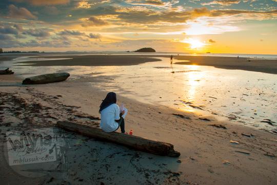 Lokasi mojok cowok cewek pacaran yang sepi di kawasan Pantai Tanjung Pendam Belitung di tahun 2016