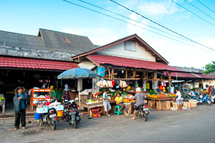 Thumbnail untuk artikel blog berjudul Jalan-Jalan Pagi ke Pasar Tanjung Pandan