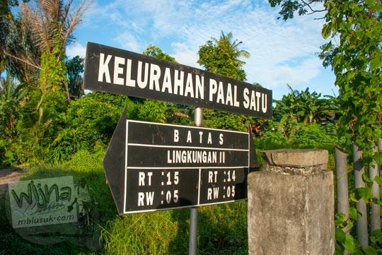 Papan batas wilayah kelurahan paal satu di Kota Tanjung Pandan, Belitung pada tahun 2016