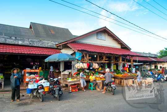 Suasana di Pasar Tradisional terbesar di Kota Tanjung Pandan, Belitung pada tahun 2016