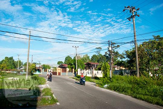 Suasana pemukiman rumah-rumah warga di Jl. Dr. Susilo yang ada di Kota Tanjung Pandan, Belitung pada tahun 2016