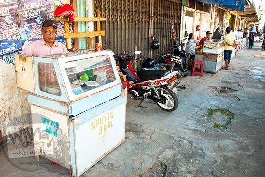 Kios servis jam di Kota Tanjung Pandan, Belitung pada tahun 2016