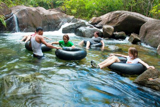 tarif paket wisata river tubing di Taman Wisata Alam Batu Mentas di Belitung Maret 2016