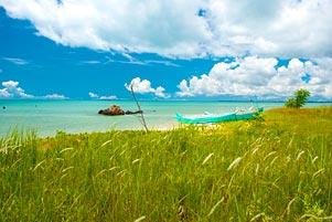 Bayang-Bayang Sosokmu di Pantai Nyiur Melambai