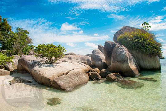 keindahan foto unik terbaru batu granit besar yang ada di Pantai Tanjung Kelayang, Belitung pada Maret 2016